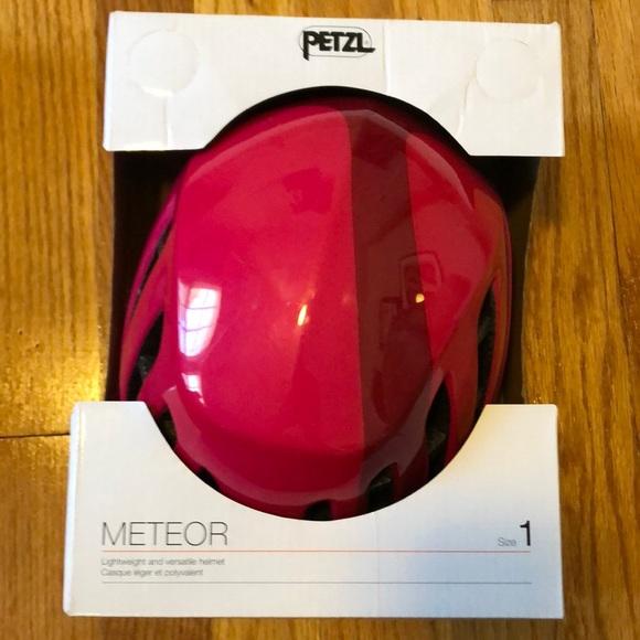 Petal Meteor helmet